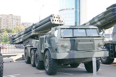 Боевая машина 9П140 из состава реактивной системы залпового огня 9К57 Ураган, шасси 135ЛМП Брянского автомобильного завода (в ряде документов шасси ошибочно именуется как ЗИЛ-135ЛМ или БАЗ-135ЛМ). Эта боевая машина была представлена в Москве на III Международном Салоне вооружений и военной техники МВСВ-2008 в августе 2008 года