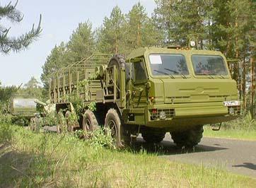 Тягачи БАЗ-6306-012 движутся по трассе, 2005 год