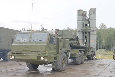 Седельный тягач БАЗ-6402-015 в составе пусковой установки 5П85ТМ зенитно-ракетной системы С-400
