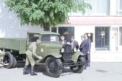 Праздничные мероприятия, посвященные 100-летию Военного автомобилиста, проводились в 21 НИИИ МО РФ. Город Бронницы Московской области, 29 мая 2010 г.