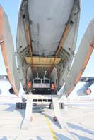 Образец специального колёсного шасси БАЗ-69092 для аварийно-спасательных и других неотложных работ для условий Арктики, 2018 г. Выгрузка из самолёт Ил-76 в аэропорту Якутска